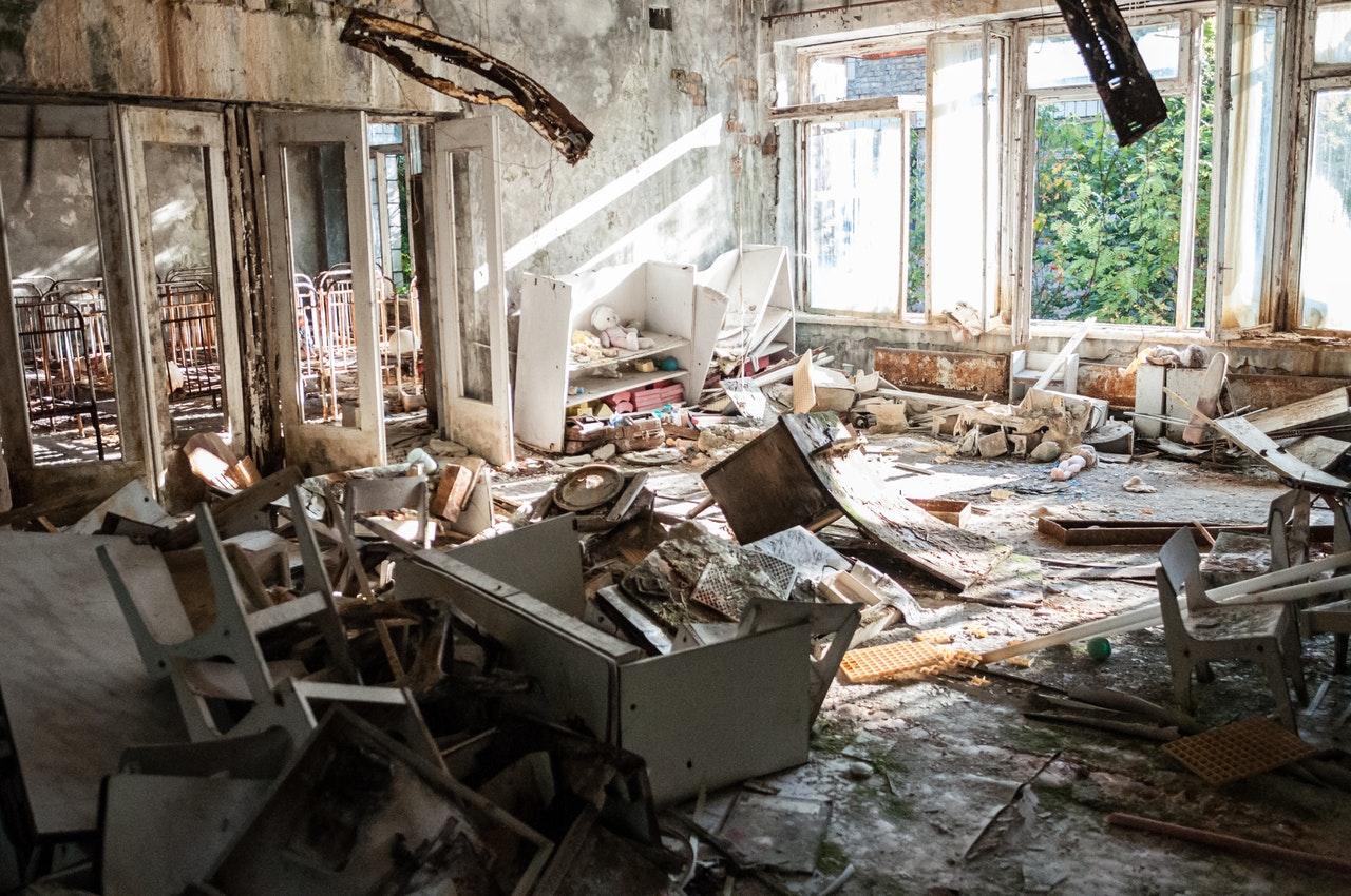 Maison aux murs cassés